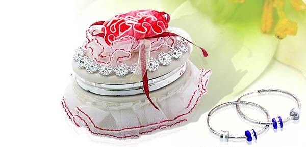 Exquisite Porcelain Treasure Jewelry Trinket Box - oval box w/ cloth flower***/