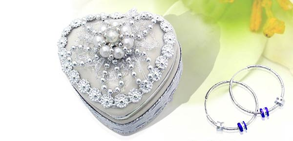 Exquisite Porcelain Treasure Jewelry Trinket Box - heart box w/ cloth flower***/