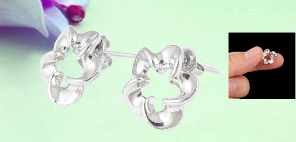 Lady Metal Floral Shape Decor Pierced Ear Stud Nail Earrings Silver Tone Pair